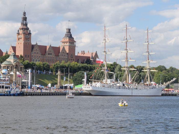 Policja Szczecin: BEZPIECZNE WAKACJE: Wspólne działania edukacyjne dla poprawy bezpieczeństwa