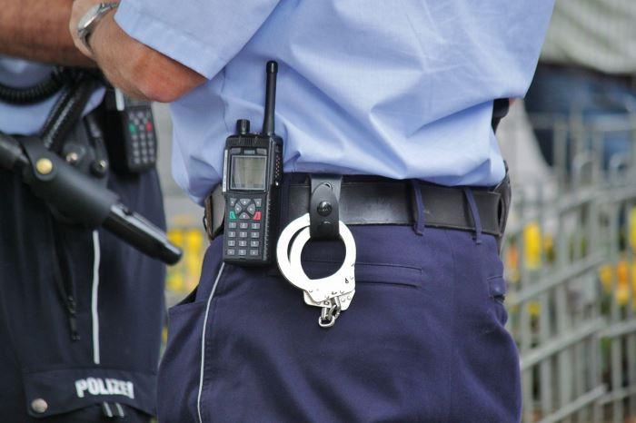 Policja Szczecin: Jechał autem w bieliźnie i wiózł konkubinę z dzieckiem. Był kompletnie pijany
